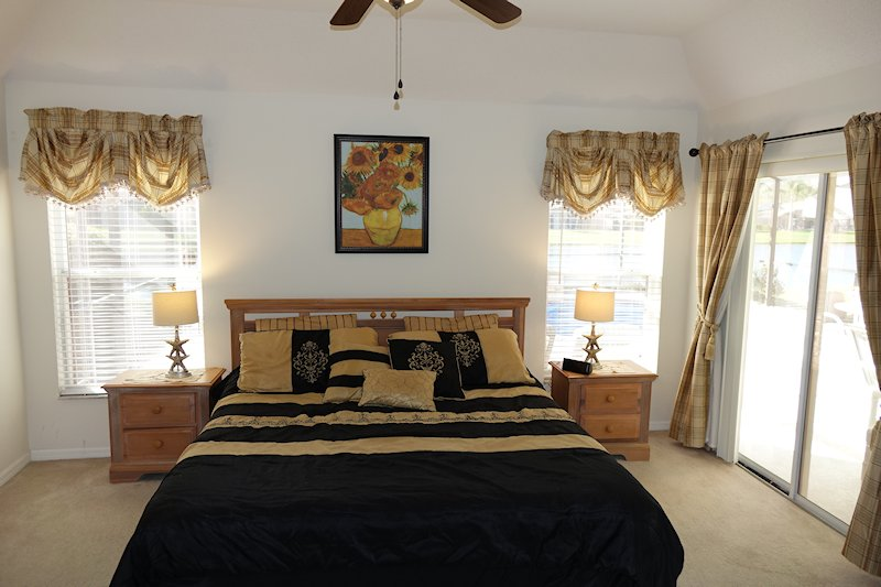 Master suite with US King size bed