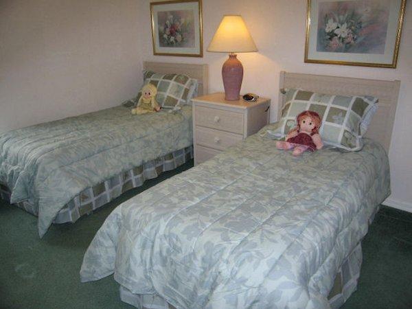 Bedroom 4 (Twin Room)