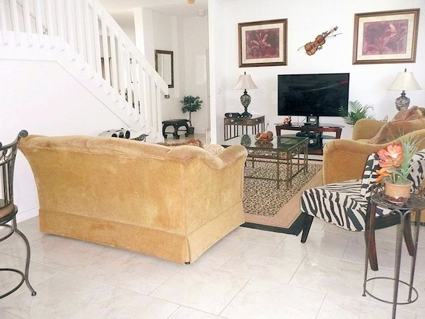 Beatifully Furnished Family Room