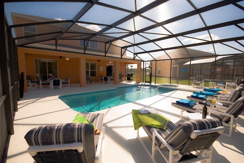 Fantastic pool area with spa