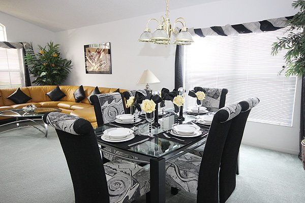 Front lounge and dining area